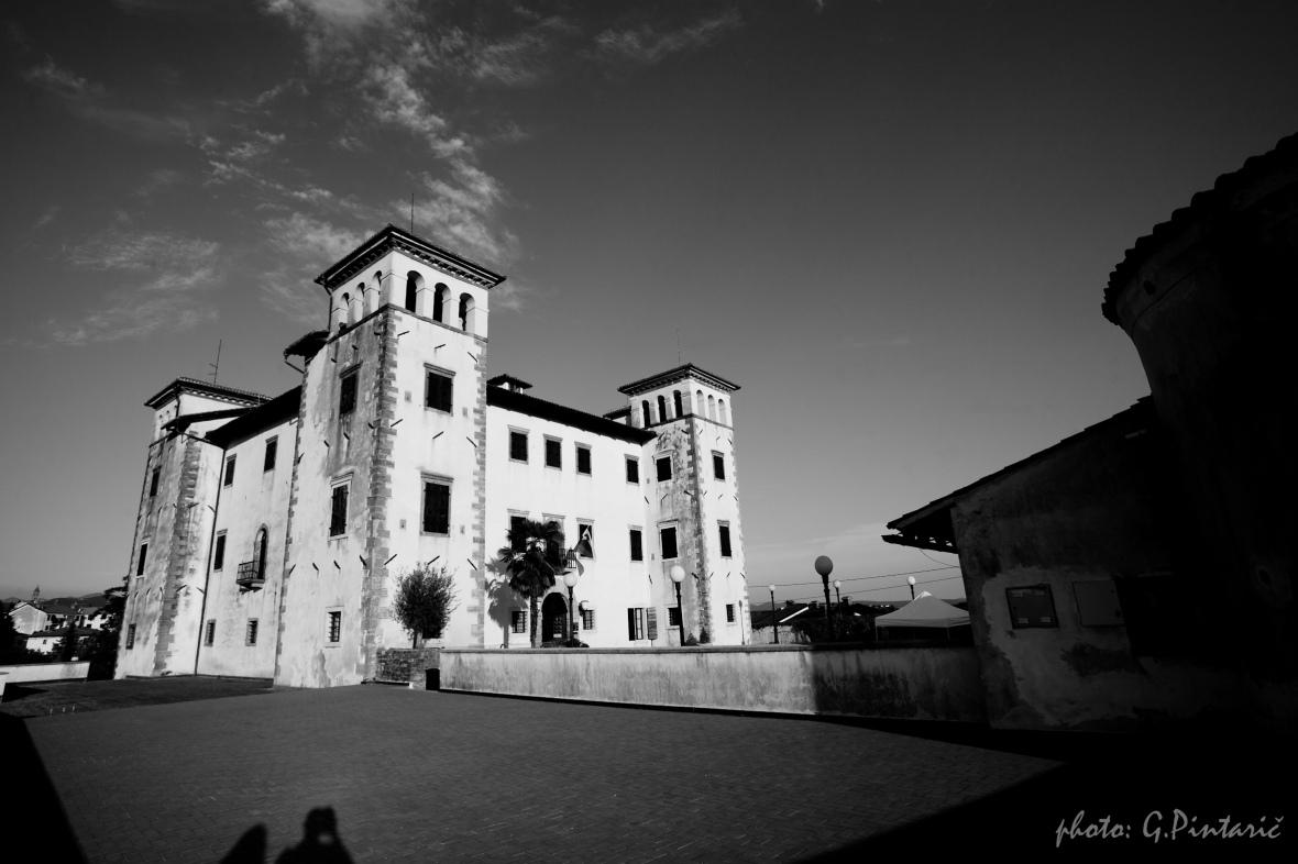 Dobrovo Castle